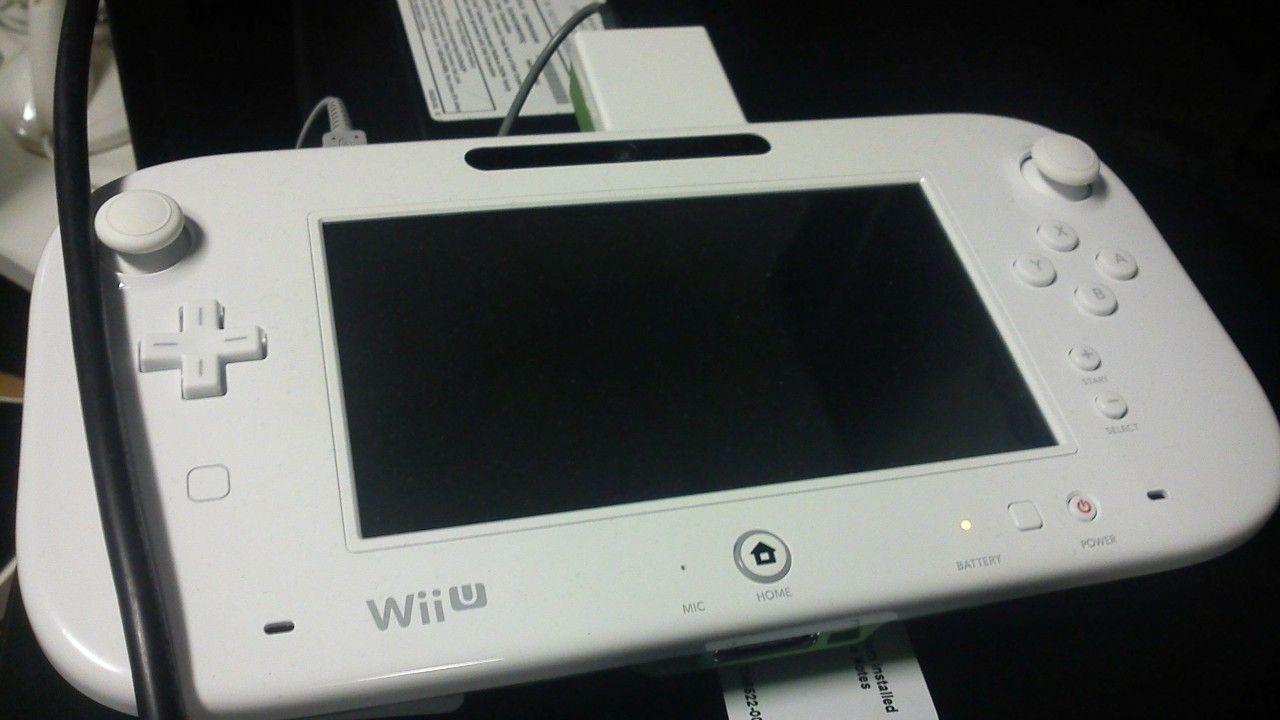 Questa dovrebbe essere una foto del controller del nuovo Nintendo Wii U in versione definitiva. Bello grosso, eh?